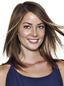 Sleek Girly Medium Haircut Idea