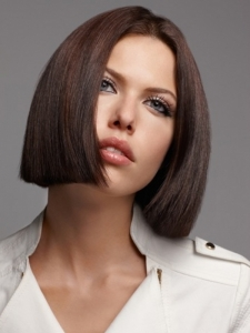 Gorgeus Medium Blunt Bob Haircut