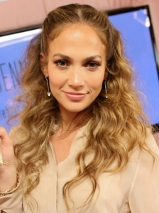 Jennifer Lopez Pinned Back Wavy Hairstyle