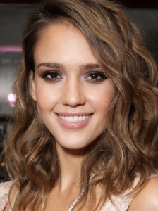 Jessica Alba Colored Smokey Eyes
