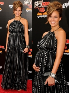 Jessica Alba in Dolce & Gabbana Star Print Dress
