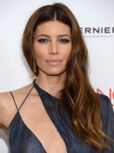 Jessica Biel's Pinned Back Bangs with Waves