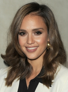 Jessica Alba Shoulder-Length Waves