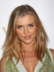 Joanna Krupa Layered Hairstyle