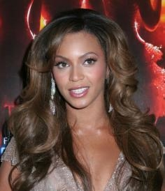Beyonce's Glossy Large Curls