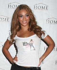 Beyonce with Casual Hairstyle