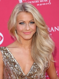 Julianne Hough's Farrah Fawcett Waves