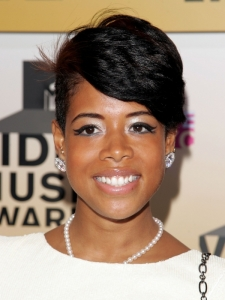 Kelis Short Layered Hairstyle