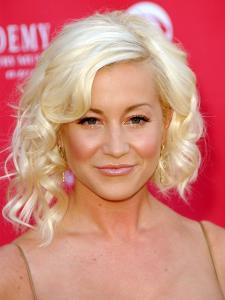 Kellie Pickler's Asymmetric Curly Bob