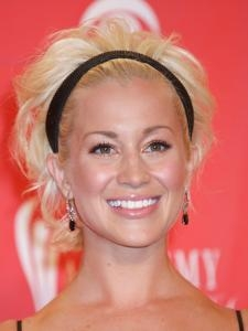 Kellie Pickler Curly Hairstyle with Headband