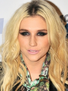 Ke$ha's Black Smokey Eyes Makeup