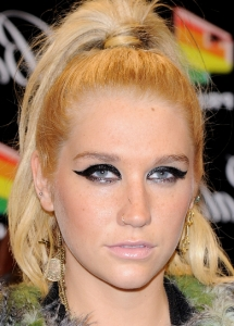 Kesha Cat Eye Makeup