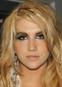 Kesha Super Glittery Eye Makeup