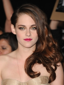 Kristen Stewart's Glam Side Swept Hairstyle
