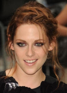 Kristen Stewart Burgundy Eye Makeup