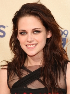 Kristen Stewart Layered Wavy Hairstyle