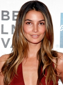 Lily Aldridge Glossy Wavy Hairstyle