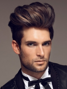 Chic Indie Man Hairstyle Idea