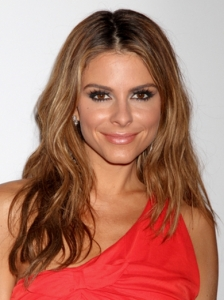 Maria Menounos Soft Wavy Hairstyle