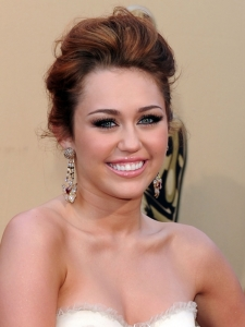 Miley Cyrus Hairstyle at the 2010 Oscars