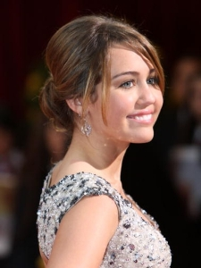 Miley Cyrus Updo at the 2009 Oscars