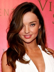 Miranda Kerr Soft Peek-A-Boo Waves