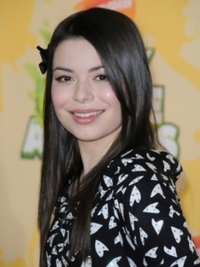 Miranda Cosgrove Long Sleek Hairstyle