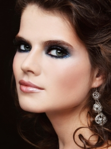 Smoky Eyes Makeup with Blue Glitter
