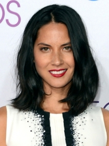Olivia Munn's Hairstyle at 2013 People's Choice Awards