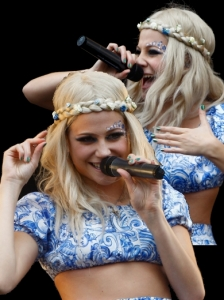 Pixie Lott Plaited Headband Hairstyle