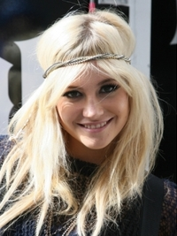 Pixie Lott Blonde Hairstyle with Headband