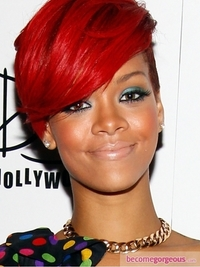Rihanna Green Eyes Makeup