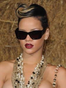 Rihanna's Hairstyle at the Chanel Fashion Show