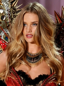 Rosie Huntington-Whiteley Victoria's Secret Curls