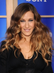 Sarah Jessica Parker Loose Wavy Hairstyle