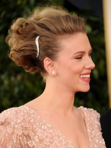 Scarlett Johansson Hairstyle at Golden Globes 2011