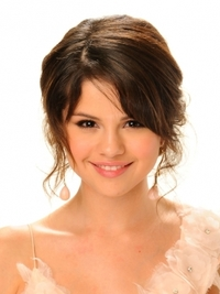 Selena Gomez Hairstyle at the 2009 Alma Awards
