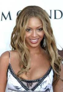 Beyonce with Beach Waves Hairstyle