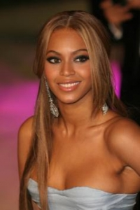 Beyonce's Sleek and Chic Hairstyle