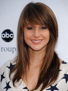 Shailene Woodley Layered Hairstyle with Bangs