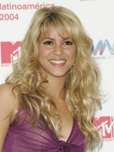 Shakira's Layered Hairstyle with Bangs