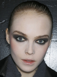 Stylish Party Smokey Eyes