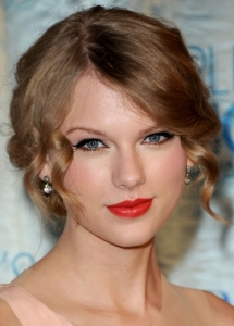Taylor Swift Orange Lip Makeup
