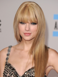 Taylor Swift's Straight Hairstyle at the 2010 AMAs