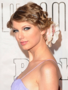 Taylor Swift Culry Updo with Flower Accessory