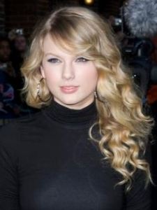 Taylor Swift with Long Spiral Curly Hairstyle
