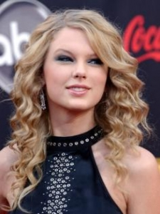 Taylor Swift Long Layered Haircut