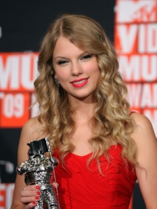 Taylor Swift Hairstyle at the 2009 MTV VMAs