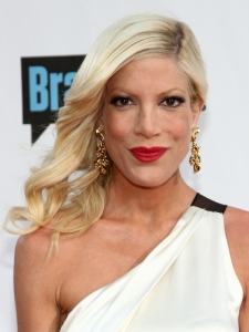 Tori Spelling Wavy Side Swept Hairstyle