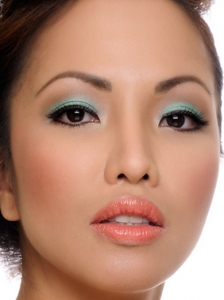 Glam Turquoise Eye Makeup Idea